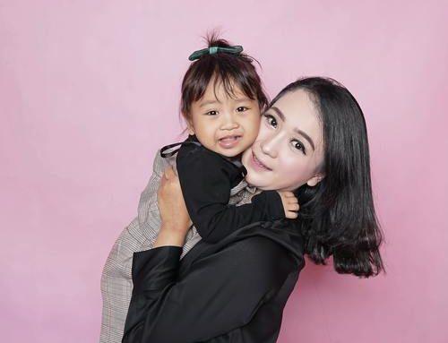 Matchad mamma och dotter